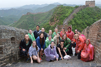 [The Illinois acupuncture study group poses on the Great Wall.]