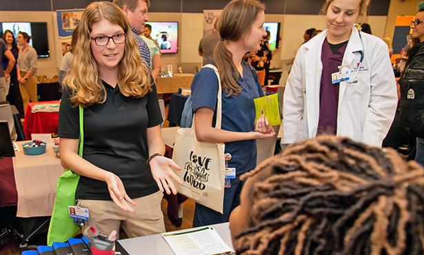 [Illinois veterinary students talk to a recruiter at the job fair]
